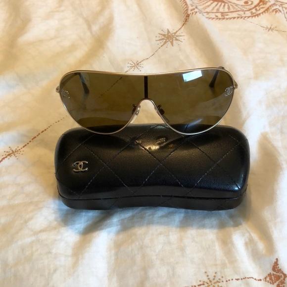 0d7290f393c Chanel Gold Frame Sunglasses 🕶